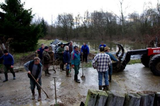 Les habitants de varesnes et la digue contre les inondations de l'oise