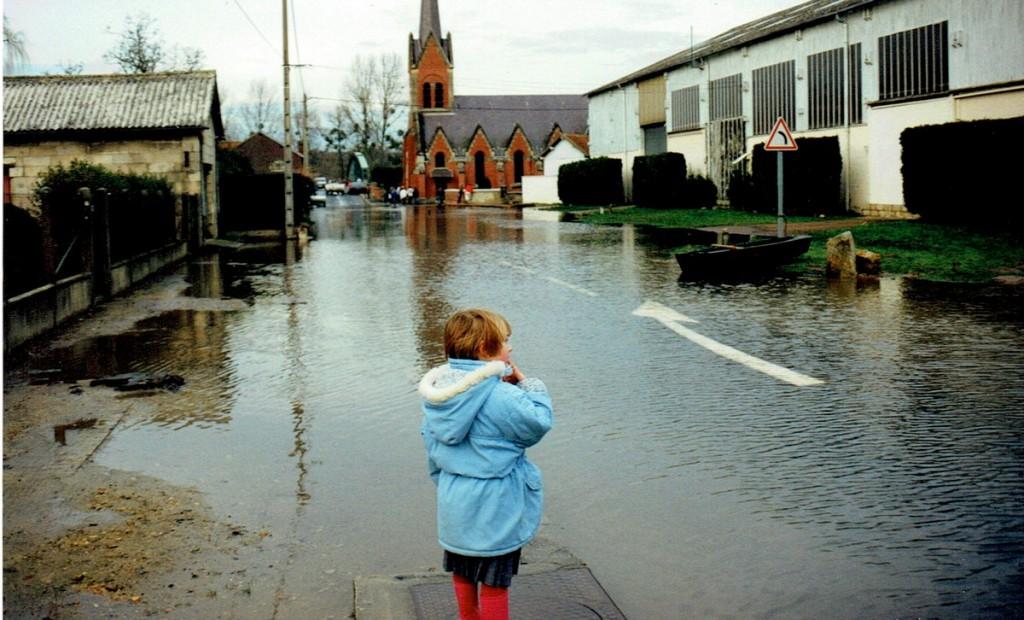Inondation de Varesnes Oise rue de l'église