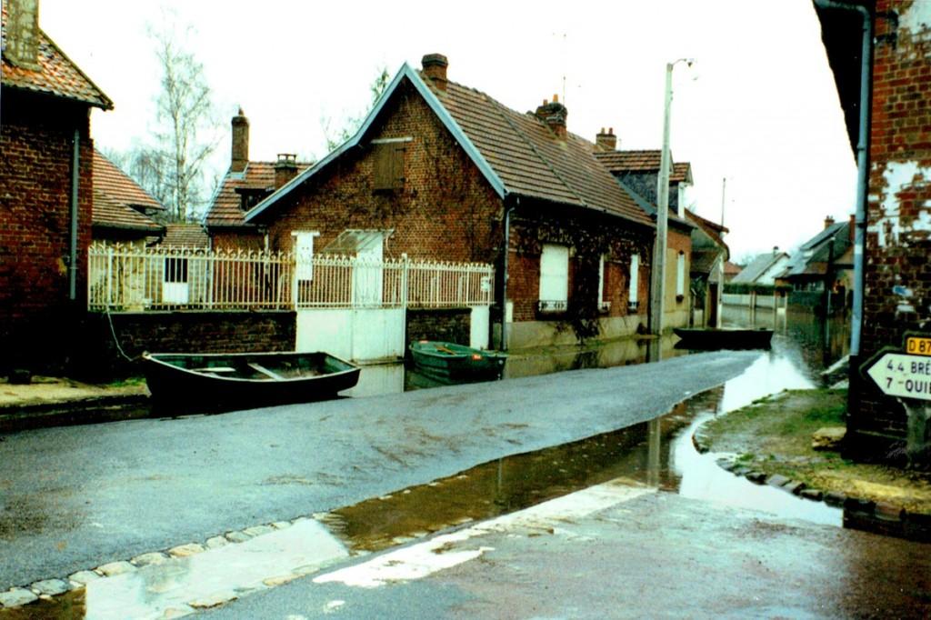 les barques a Varesnes lors des inondations le préfet nous mène en bateau