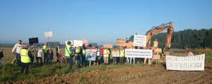 Les Varesnois en colère manifestent contre la destruction de leur digue